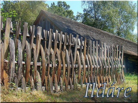 A_Wooden_pole_fence_from_Sanok_County,_Skansen_in_Sanok_06
